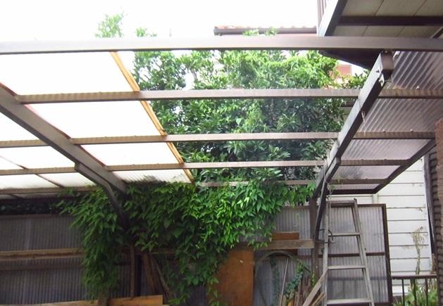 屋根塗装の為車庫屋根一時撤去