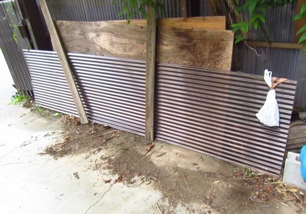 一時撤去の車庫屋根波板