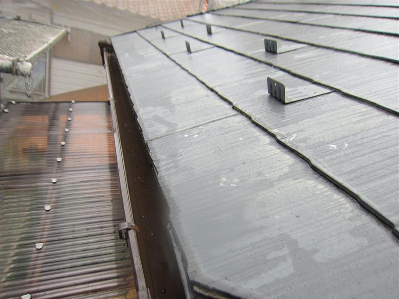 高圧洗浄後の屋根と雨樋
