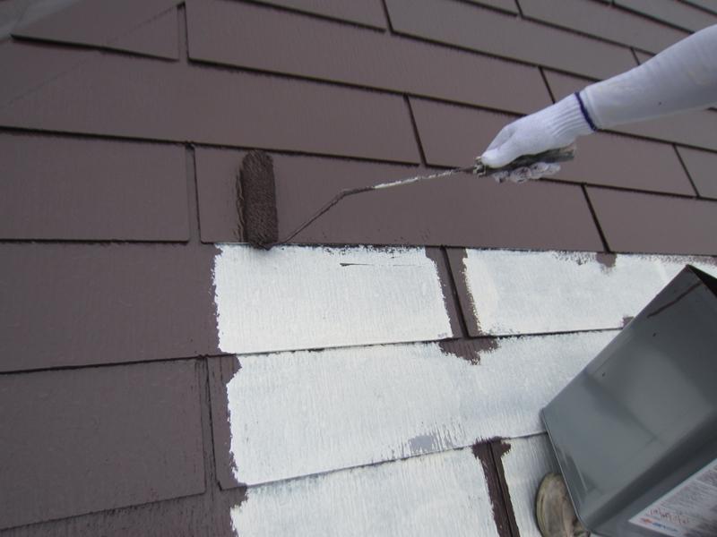 スレート屋根「サーモアイ4F」で中塗り