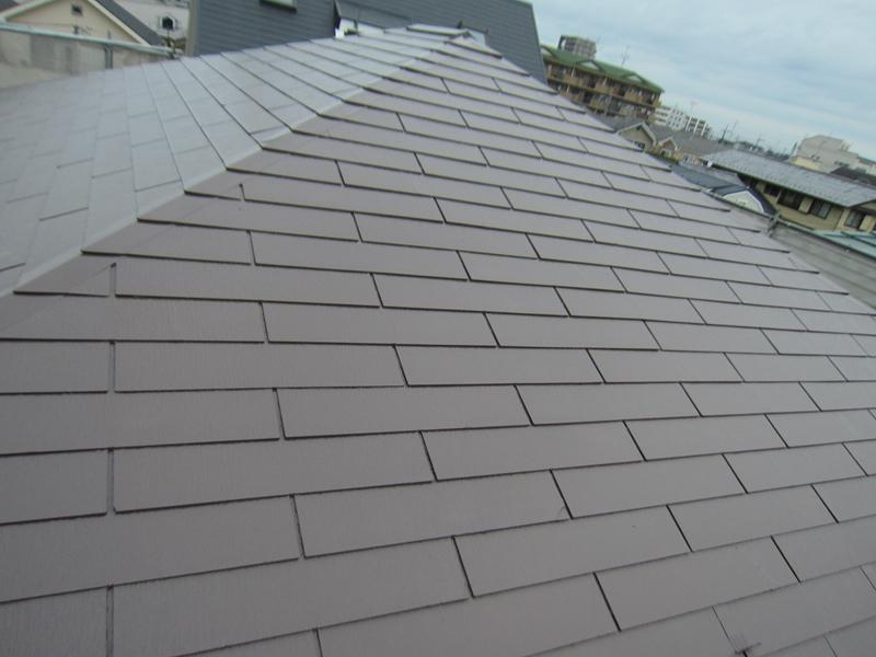 スレート屋根を「サーモアイ4F」で中塗り完了