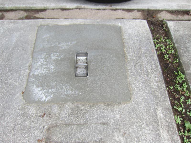 固まった補強用柱の留め具