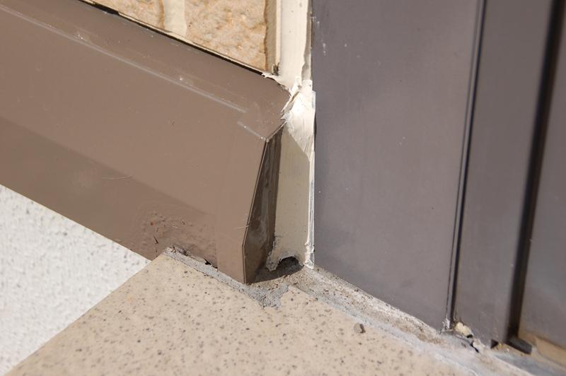 南面ドア下水切りの補修塗装後