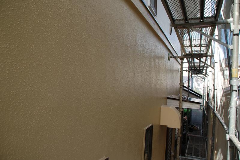 「超低汚染リファインSi-IR」クエリーで外壁上塗り