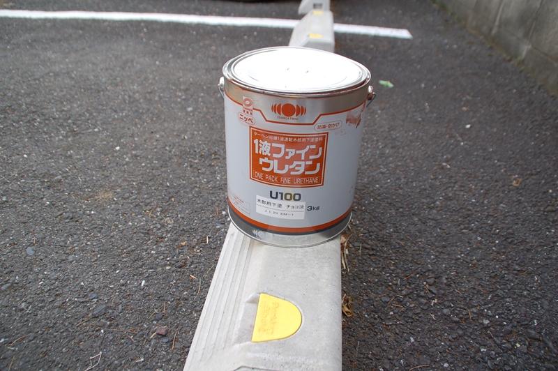 1液ファインウレタンで玄関ドアの下塗り