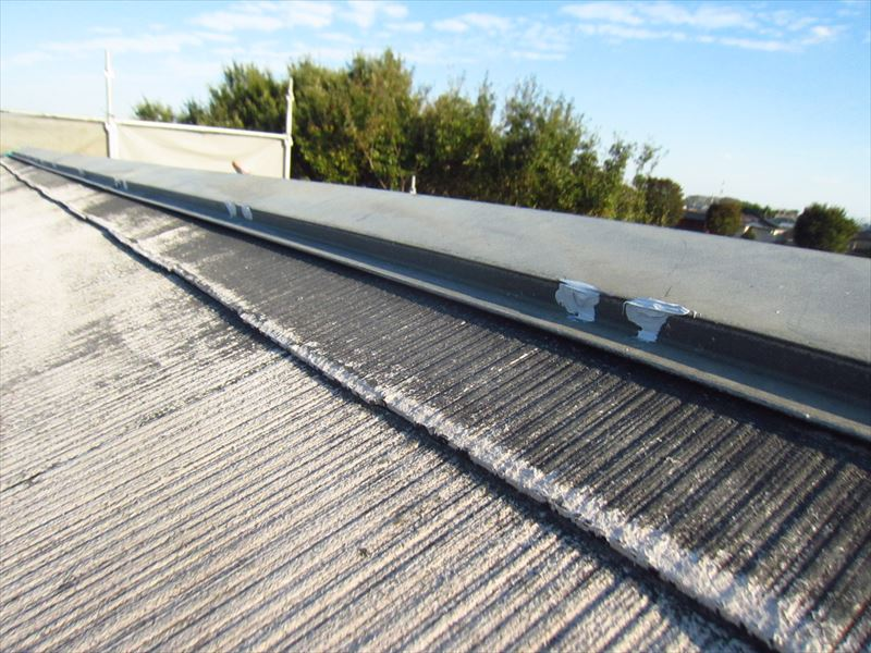 屋根棟板金釘頭コーキング補修