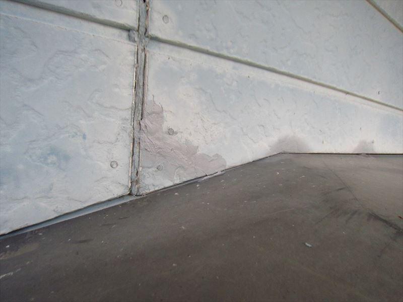外壁ひびを変成シリコーンシーラントで補修