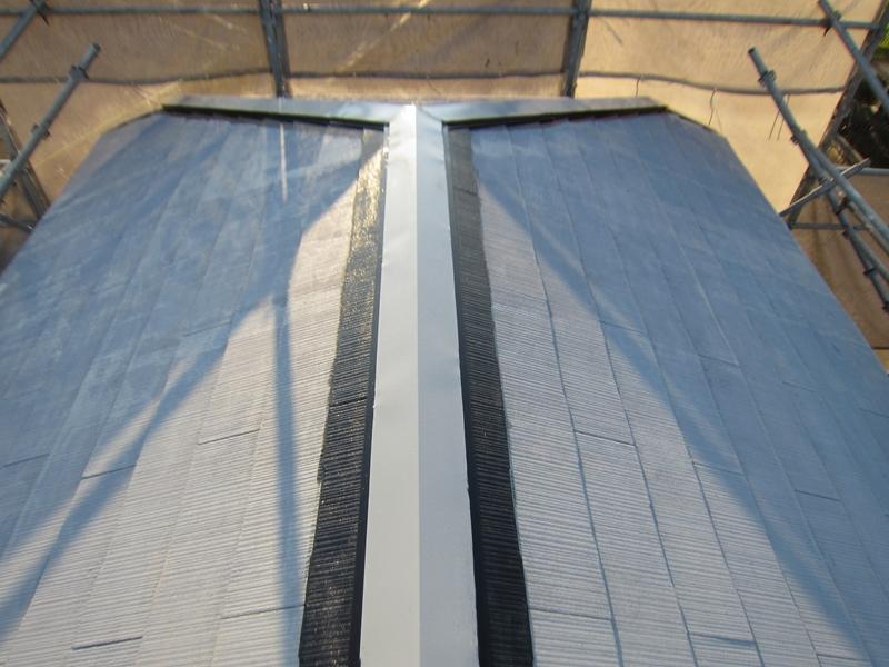 「スーパーシャネツサーモSi」でスレート屋根の端を塗装