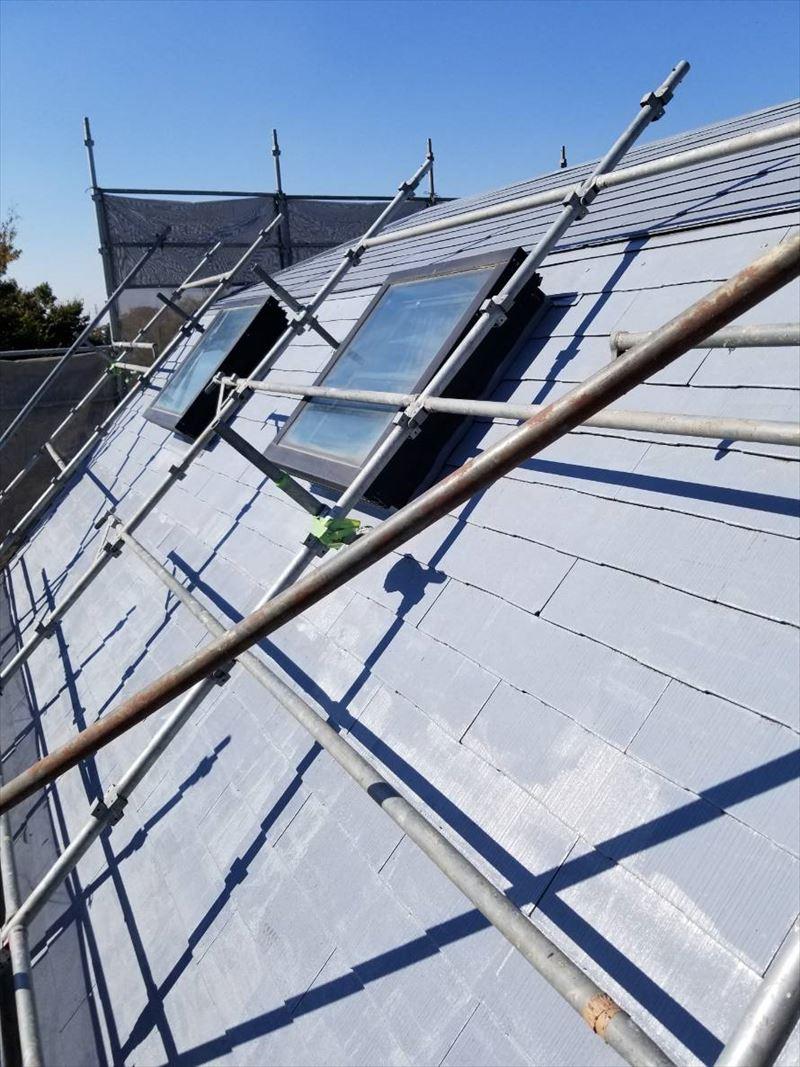 スレート屋根をサーモテックシーラーで下塗り終了