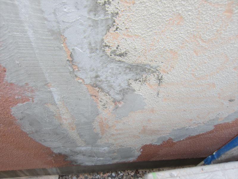 剥がれた壁
