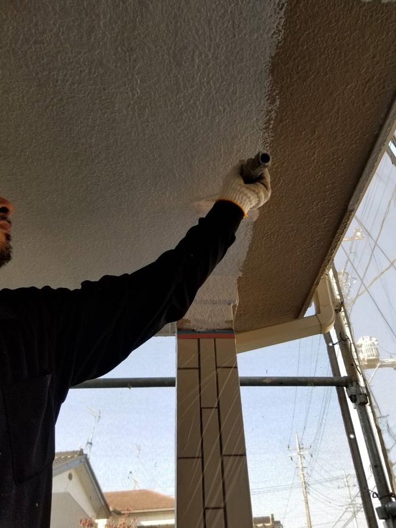 玄関ポーチの天井塗装