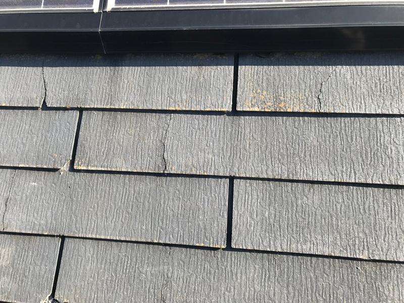 スレート屋根のヒビ