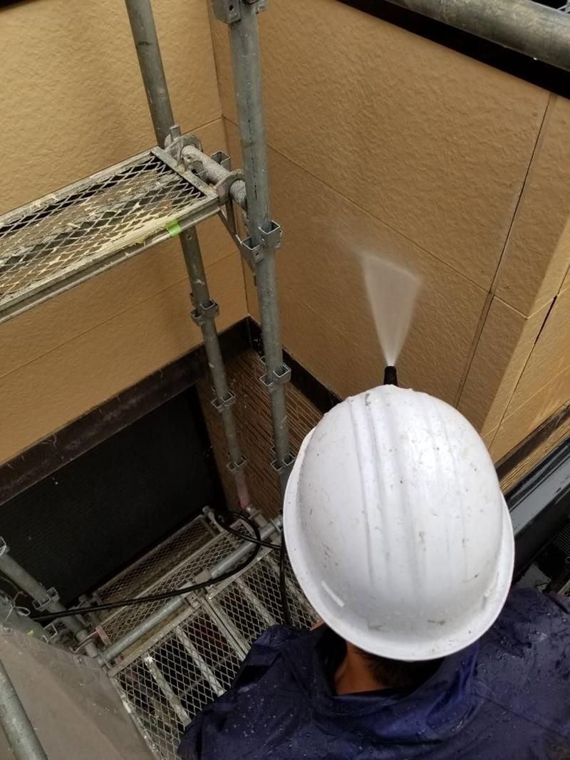 外壁ベランダ付近の高圧洗浄