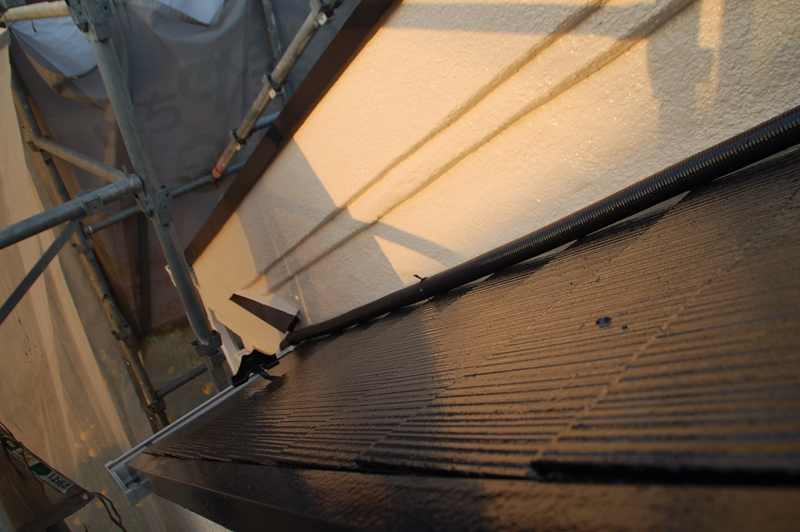 下屋根の上塗り塗装完了