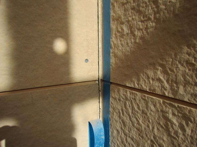 外壁入り隅の浮き補修
