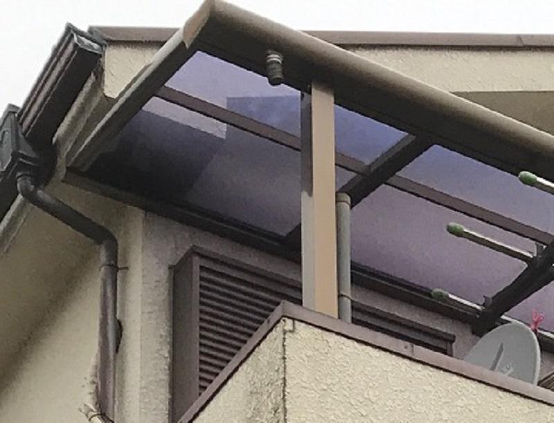 ベランダ屋根雨どい補修前