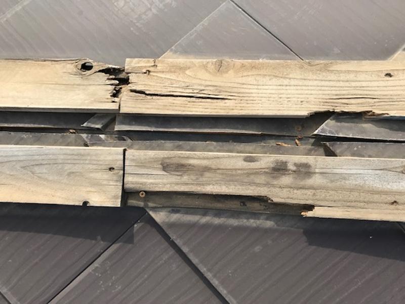 スレート屋根の棟内部の劣化