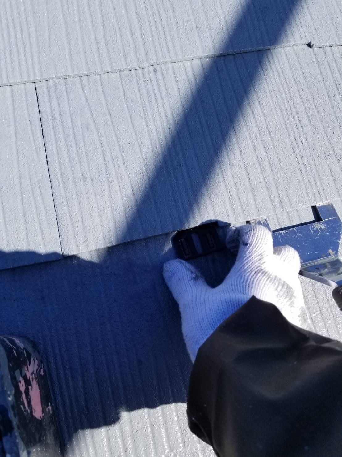 北本市スレート屋根にタスペーサー設置