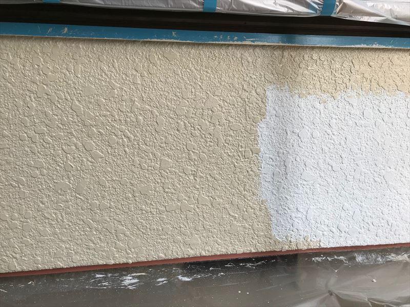 モルタル外壁「超低汚染リファインSi-IR」で中塗り