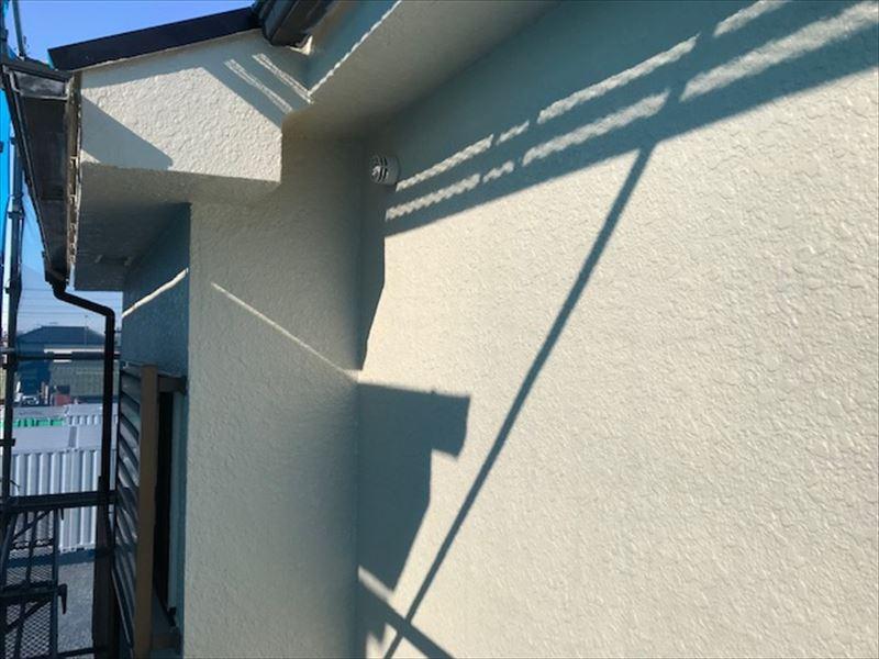 モルタル外壁「超低汚染リファインSi-IR」で上塗り