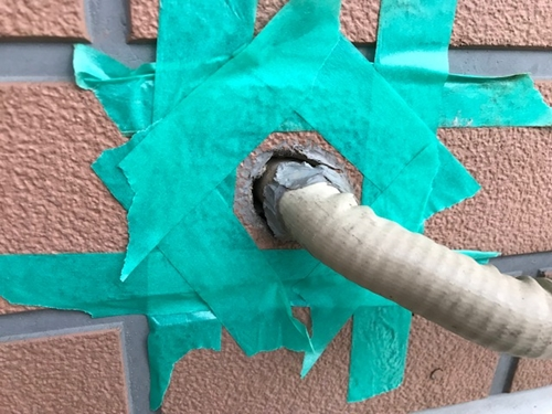 エアコン配管穴補修1