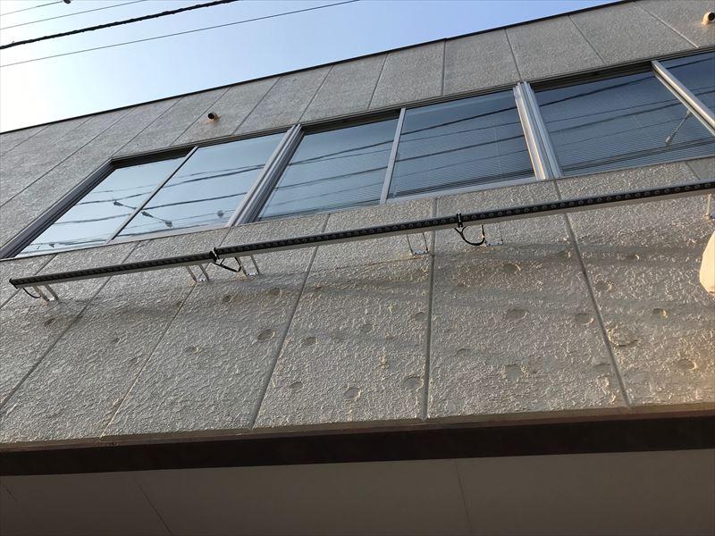 接着剤を剥がし終えた外壁