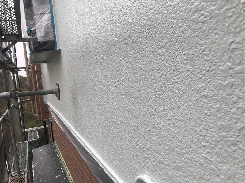 中塗り完了の2階外壁