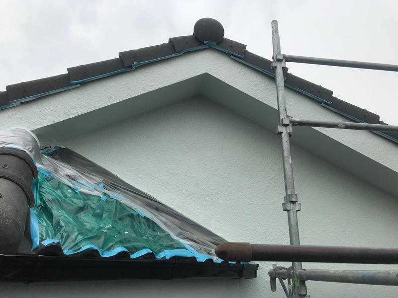 破風板と矢切付近外壁上塗り完了