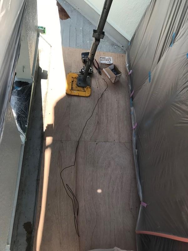 FRP防水改修工事の合板張り