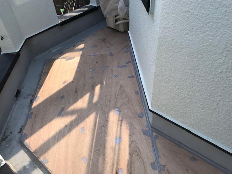 FRP防水用合板にポリウレタンシーリング材での下処理完了