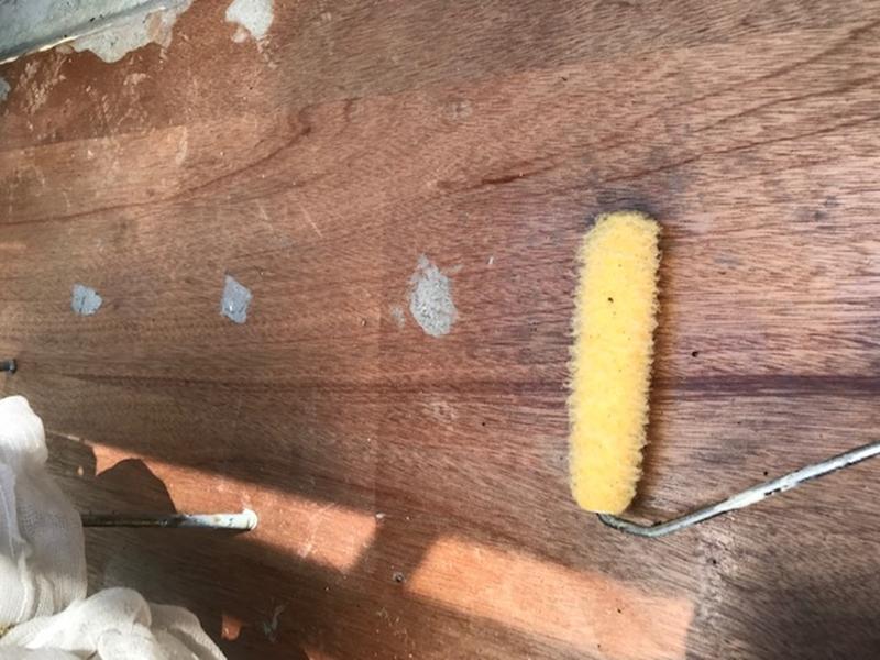 合板の上にプライマー塗布