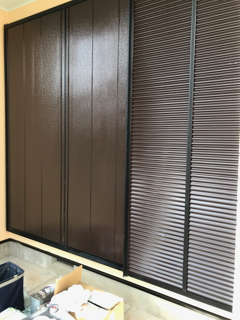 雨戸塗装にマックスシールド1500Si-JY使用