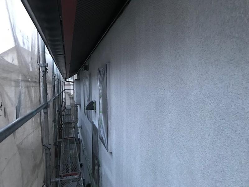 外壁下塗り男性フィラー