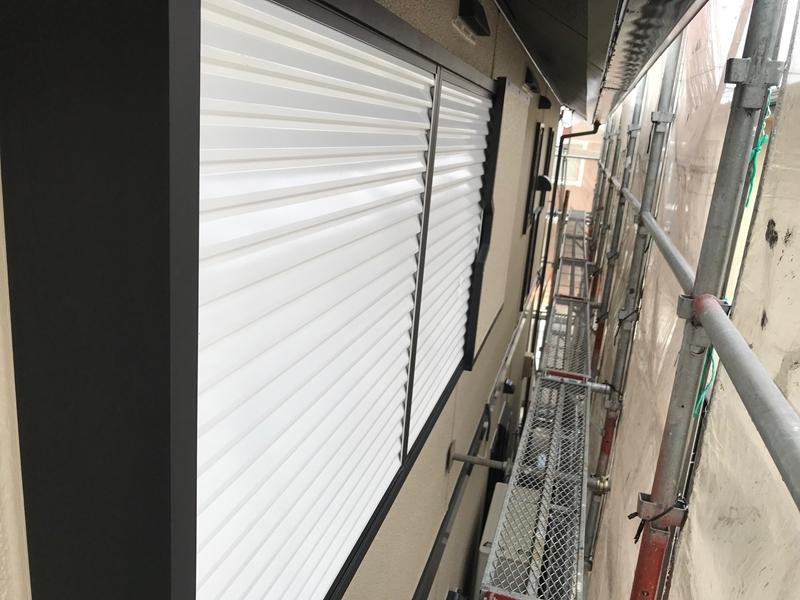さいたま市北区ファインSiで雨戸を吹付塗装