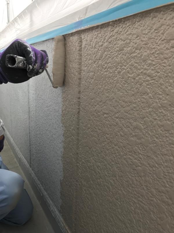 ベランダ内側壁中塗り作業