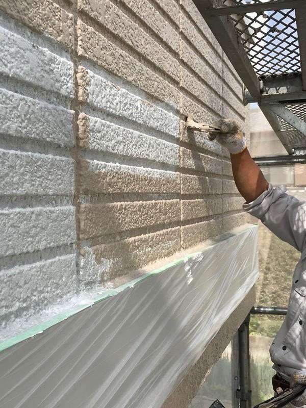 ベランダ外側壁中塗り作業
