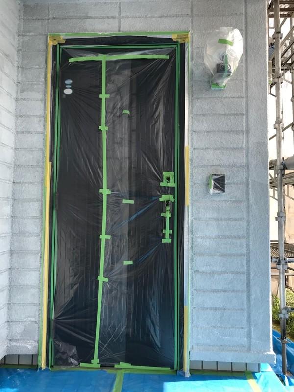 玄関廻りの外壁下塗り