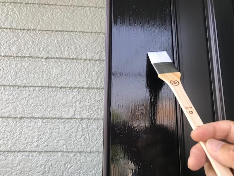 玄関ドアの金属コーティング作業