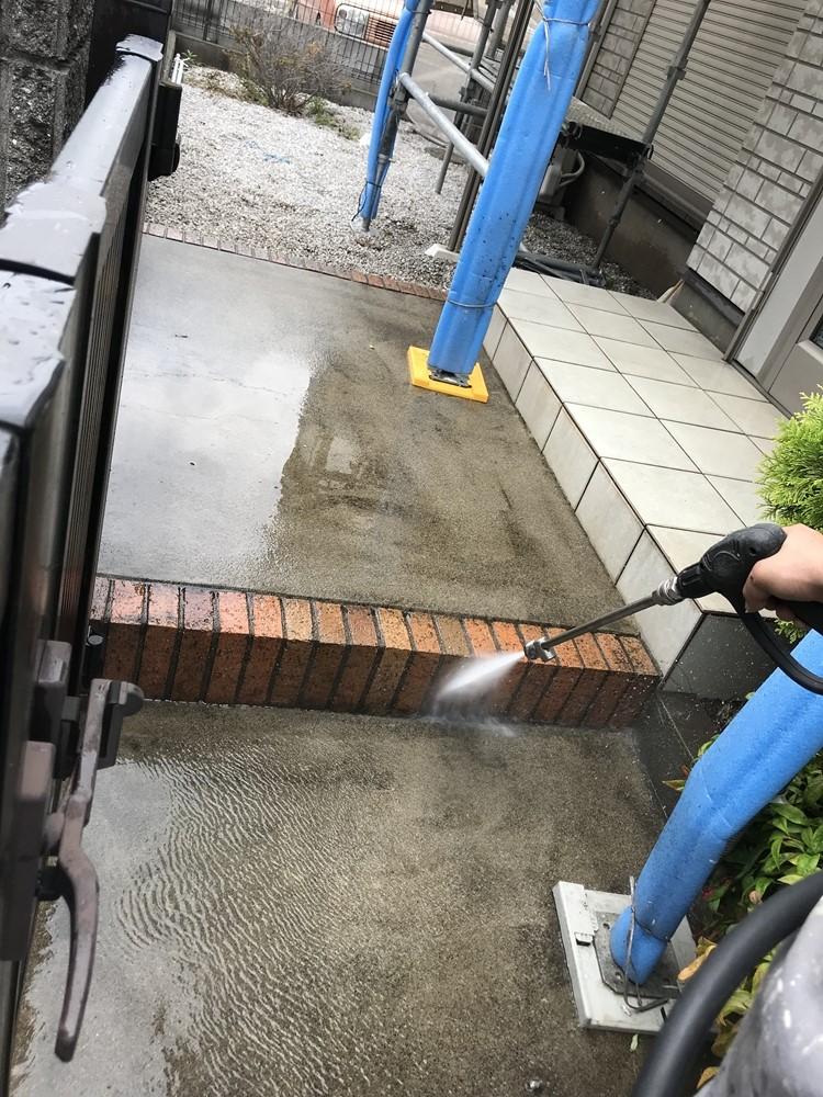 玄関前レンガ高圧洗浄