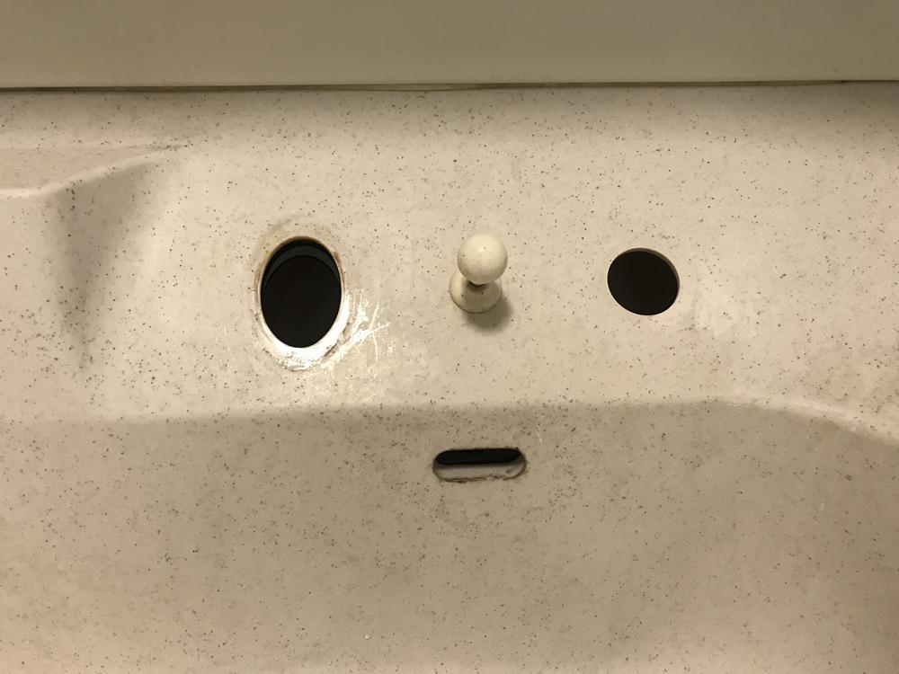 既存の故障したシャワー水栓撤去