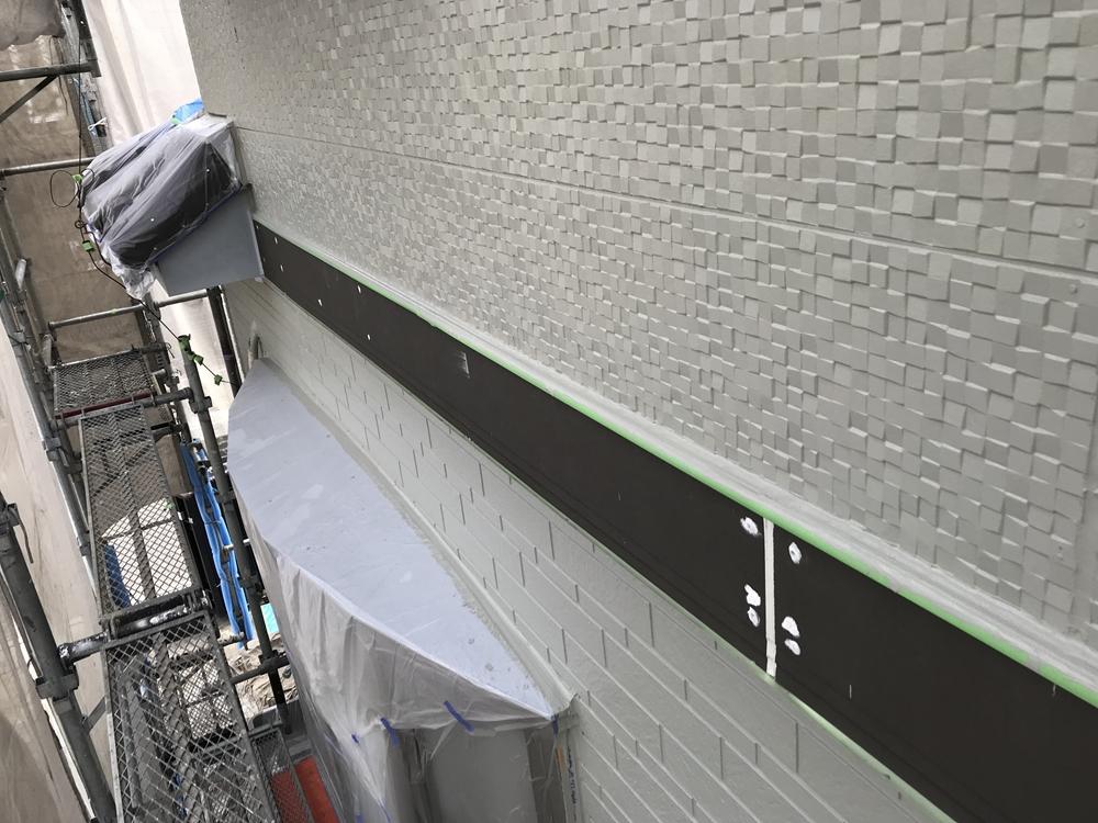 上尾市で外壁塗装東側上塗り
