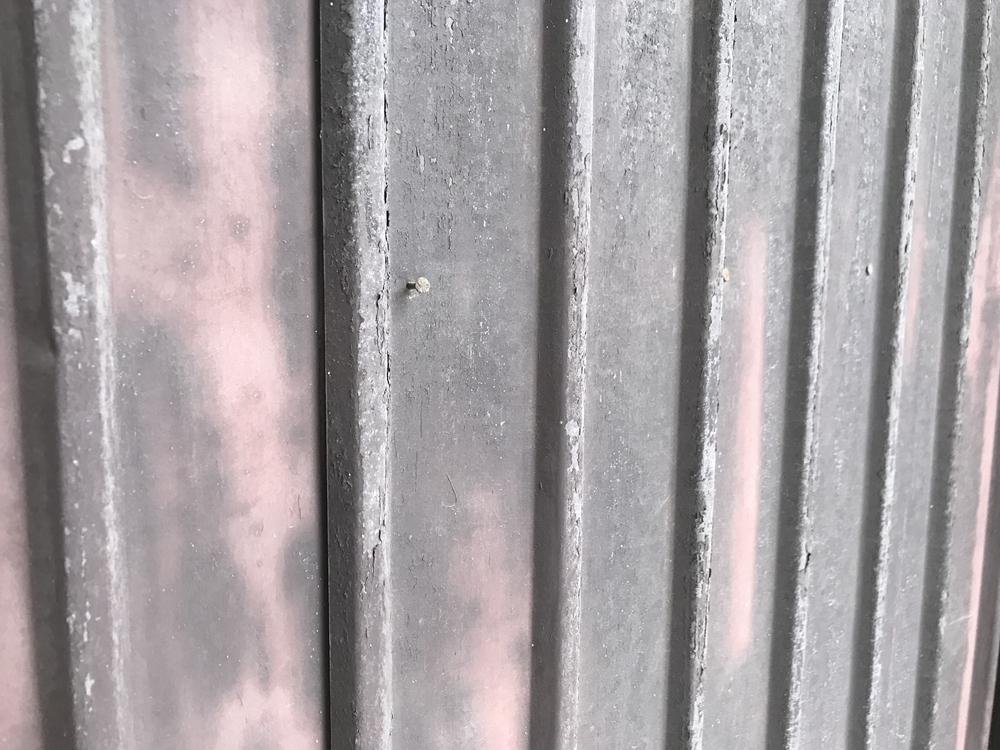 トタン外壁の釘浮き
