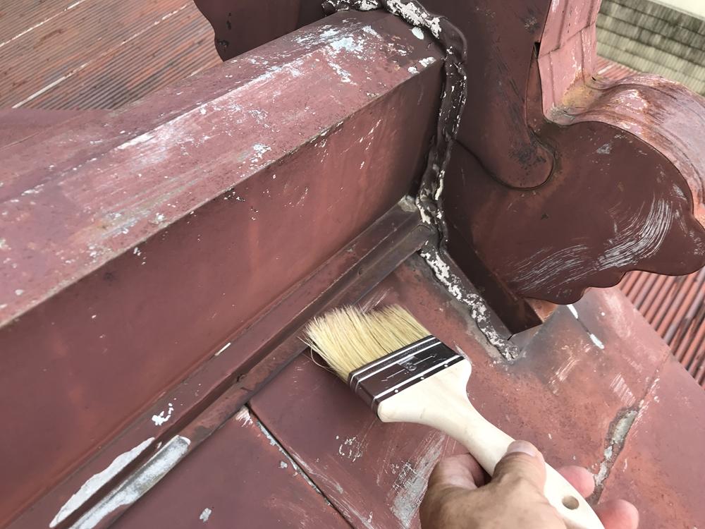 倉庫屋根のゴミ除去