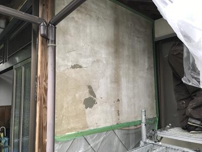 劣化した漆喰壁