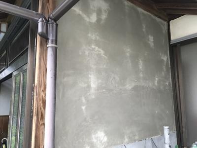 モルタル補修した漆喰壁