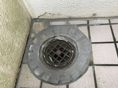 外階段の雨漏り