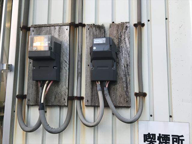さいたま市北区貸営業所の電気メーター取付板腐食