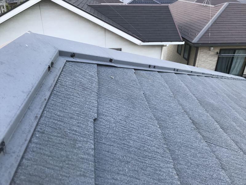 スレート屋根棟板金の浮いている止め釘補修