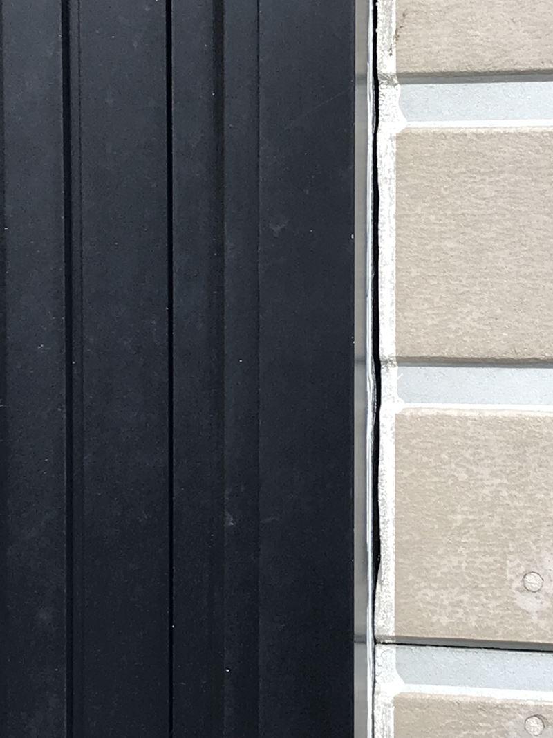 さいたま市岩槻区玄関ドア廻り目地の劣化