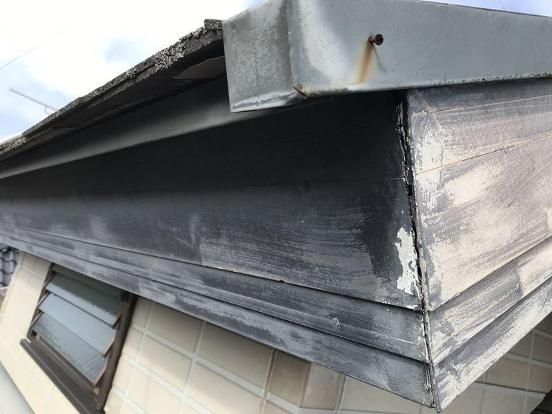 さいたま市岩槻区塗装前に屋根の板金止め釘の補修作業前
